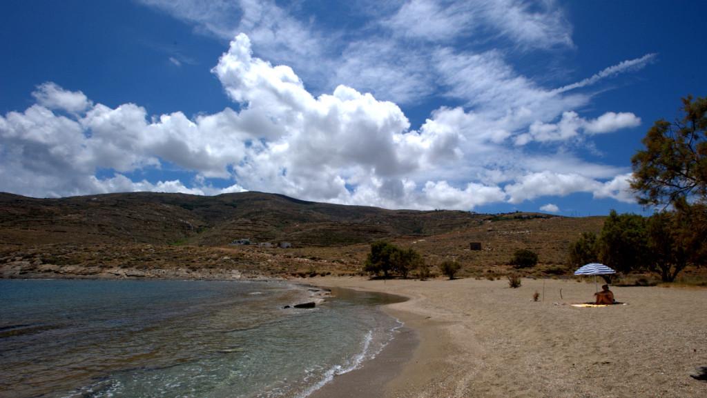 Ο Πλατύς Γιαλός, μια γραφική, όμορφη παραλία στο βορειοανατολικό τμήμα της Σερίφου (xronis/Flickr)