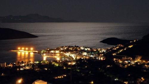 Το Λιβάδι της Σερίφου τη νύχτα (swissmikesphotos/Flickr)