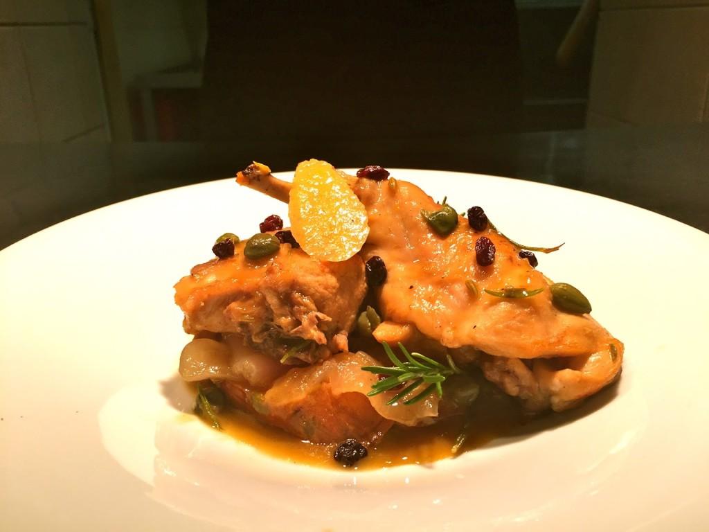 Νόστιμο κουνέλι ελληνικής εκτροφής με γλυκοπατάτες , κάπαρη και κορινθιακή σταφίδα.