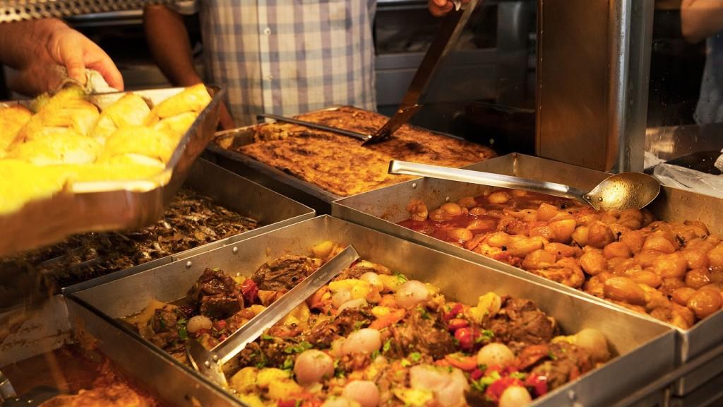 """""""Σαράντα χρόνια μάγειρας""""; Στου Μαρτίνη στην Πατησίων ισχύει! Συν … σαράντα διαφορετικά ελληνικά μαγειρευτά φαγητά κάθε μέρα!"""