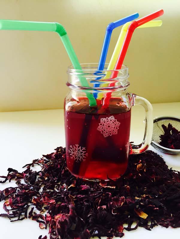 Δροσερό, ροζ , εξωτικό και θεραπευτικό το τσάι από λουλούδια υβίσκου ονομάζεται Τζαμάϊκα στο Μεξικό!