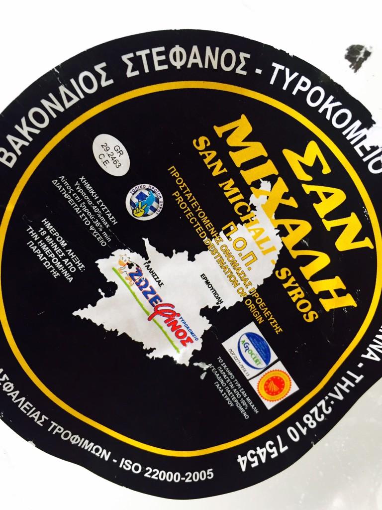 Το νόστιμο τυρί Σαν Μιχάλη του τυροκομείου Ζοζεφίνος στην Σύρο χρησιμοποιεί 100% παστεριωμένο αγελαδινό γάλα.