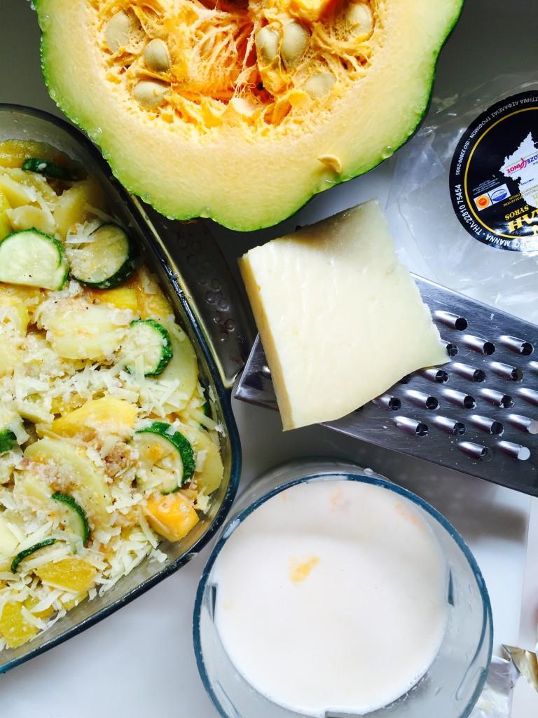 Κολοκύθες, κολοκυθάκια , πατάτες και γλυκοπατάτες σε ένα υπέροχο au gratin που συνοδεύει άριστα ψητά κρεατικά. Ανετα σερβίρεται και μόνο του με μιά πράσινη σαλάτα δίπλα για ένα χορταστικό χορτοφαγικό γεύμα.